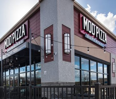 mod pizza building and patio