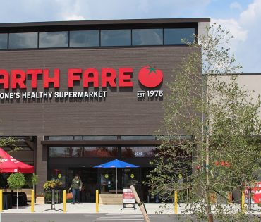 entrance to earth fare in gainesville